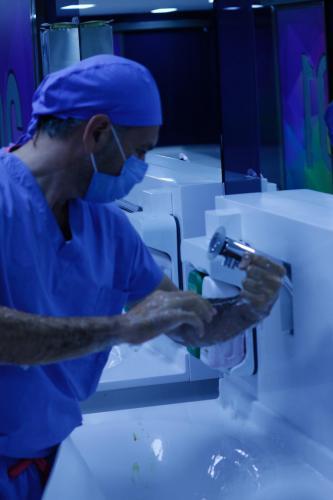 Prof. Dr. Burak Turna ameliyat öncesi hazırlık.